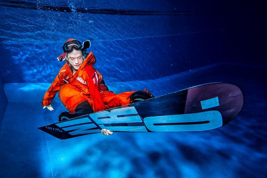 Snowboard-Serie im Swimmingpool