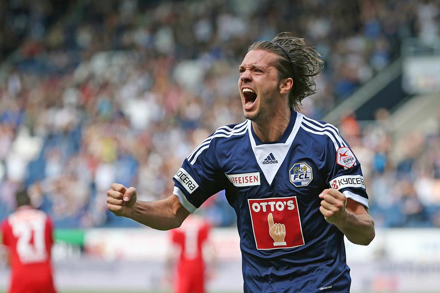 Adrian Winter bejubelt sein 1:0 in der Super League Partie zwischen dem FC Luzern und dem FC Thun am Sonntag, 18. Mai 2014 in der Swissporarena Luzern.