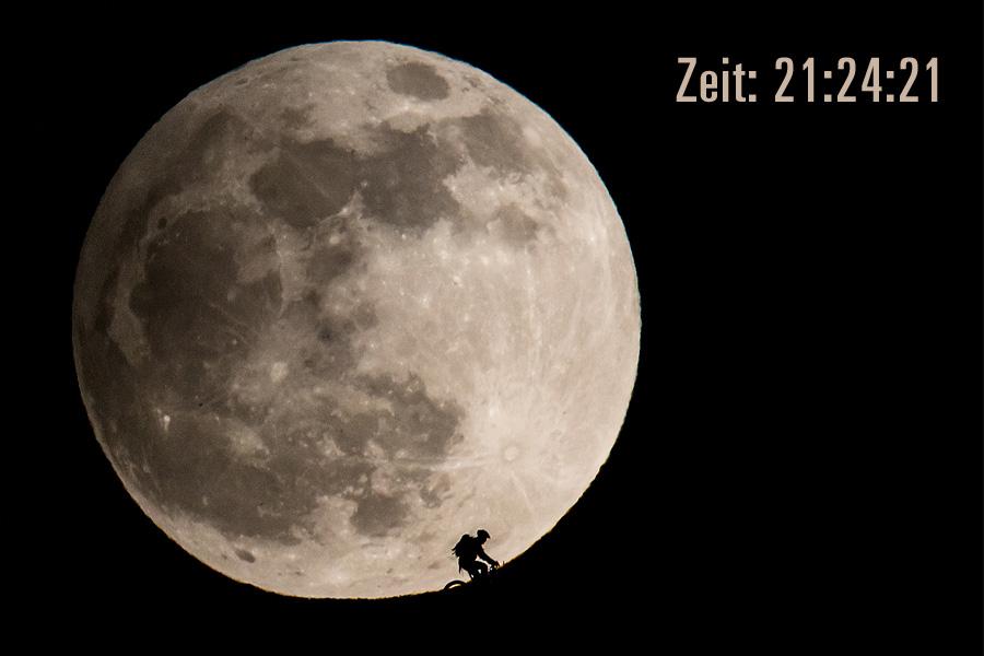 Um 21:24 steht der Mond bereits über dem Horizont.